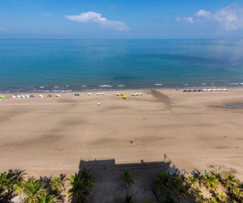 desde apartamento para alquiler en Cartagena, vista aérea de playa en la Zona Norte de la ciudad
