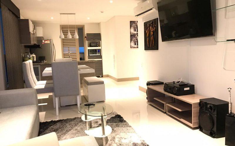 sala y comedor modernos de seis puestos color gris claro