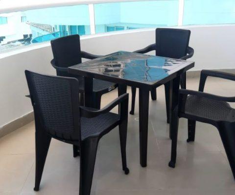 mesa rimax color cafe de cuatro puestos en balcon